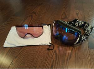 Smith ski/snowboard googles + extra lens & carrying case