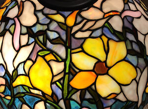 TIFFANY STAINED GLASS LAMPSHADE PORTABLE LAMP
