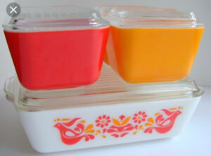 I'm looking to buy Pyrex dishes/storage containers