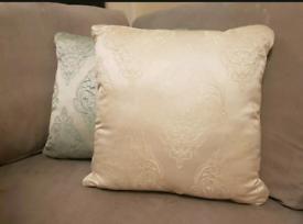 * Brand new * 4 Cushions 45x45