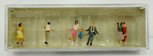 PREISER TT SCALE 75040 WALKING COUPLES FIGURE SET