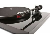 Pro-Ject Debut Carbon (Black) with Ortofon 2M Red Cartridge
