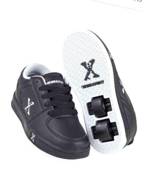 Heelys sidewalk skate roller shoes traners black BNIB size 3