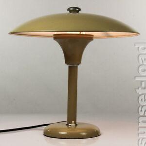 Alte schreib tisch leuchte milit r metall mud lampe 30er for Lampen 40er jahre