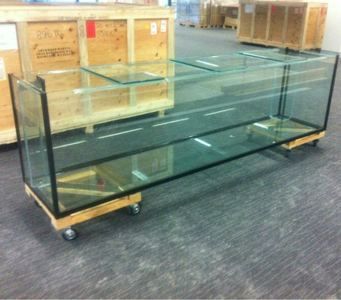 Large glass aquarium for sale hardly used in charlbury for Large fish tanks for sale