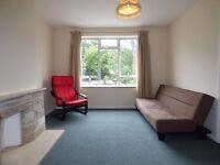One Double Bedroom Flat, Cockfosters, EN4 - £228.00 per week