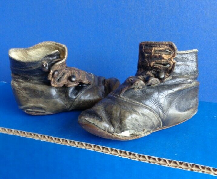 ANTIQUE BLACK LEATHER HIGH TOP CHILD SHOES- SHOE BUTTON STYLE- VERY WORN