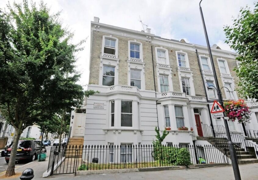 ***Ladbroke Grove*** - Specious Three Bedroom Flat with Balcony