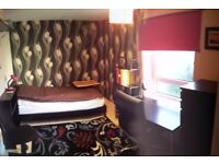 Single room to let in a modern apartment, Holyrood/Cannongate area