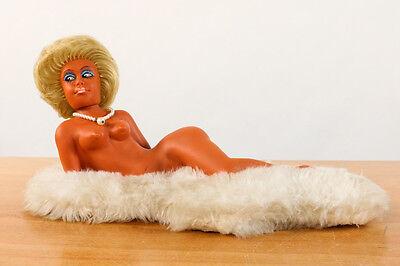 Heico Puppe Pin Up Nackedei auf Schaffell Vintage Nude Doll 60er 70er Jahre Maus