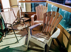 Patio Furniture - 4 Chairs and Glass Table