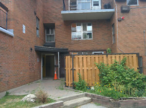 3 bedroom townhouse from Aug 15 - Aug 31