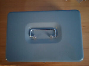 SMALL STEEL LOCKABLE CASH BOX SILVER WITH TRAY + KEY