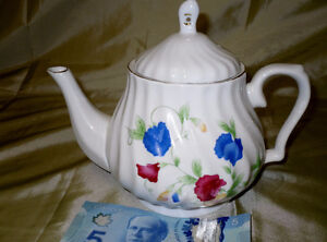 SWEET PEA pattern Tea Pot