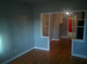 2 bedroom apartment available for Nov 1 or earlier.