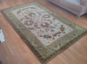 100% wool pile carpet in excellent condition