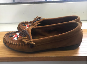 Minnetonka women's thunderbird soft sole moccasin, size 6.5