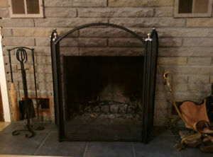 Grille protective pour foyer-fireplace grill