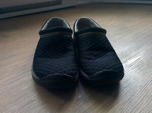 Womans Merrell Loafer size 8.5 US