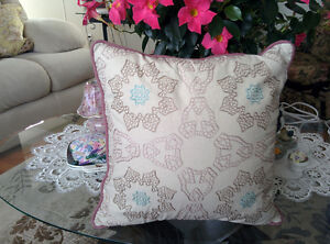4 ACCENT PILLOWS $5.00 EACH OR ALL FOR $15.00/$3.75 EACH
