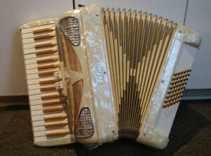 Titan Accordian - 48 base by Titano Italy