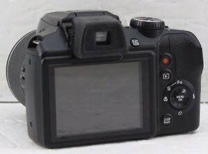 Fujifilm FinePix S8200 / Black / 16MP / 40x Optical zoom
