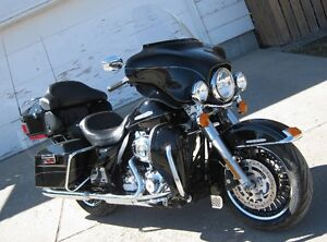 2013 Harley Davidson FLHTK ULTRA LIMITED ONLY 31,000 KM!!!!