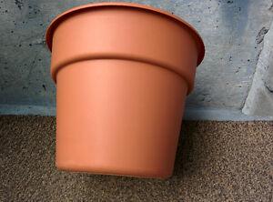 Pot de fleur état impeccable pour seulement 2$!