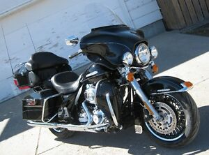 2013 Harley Davidson FLHTK ULTRA LIMITED ONLY 31,000 KM!!!!