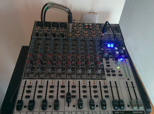 Powered speakers + console + 2 micros