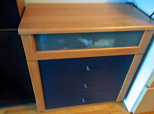 Armoire et table de nuit / Drawer and night table