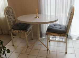 Small Kitchen Table & 2 Chairs (White)