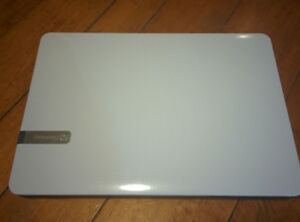 """GATEWAY NV57H - White - 14"""" Laptop Netbook for Parts or to Fix"""