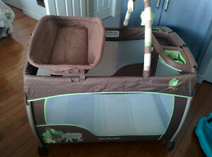 Ingenuity Disney Baby The Lion King Premier Washable Playard