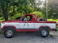 1984 Ford Bronco 4x4 Convertible w/63,000 kilometers.