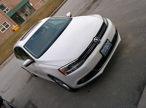 2011 Volkswagen Jetta Highline Sedan 2.5L (Low KMS)...