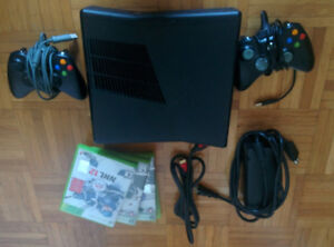 Xbox 360 + 2 controllers + 4 games + all wires