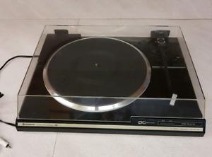 Hitachi turntable