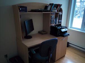 Bureau et chaise de travail