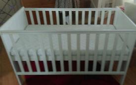 BABYS/TODDLER COT/BED