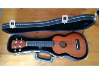 Makala Ukulele and Kinsman case