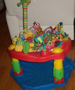 Exerciseur soucoupe evenflo avec surplus de jouets