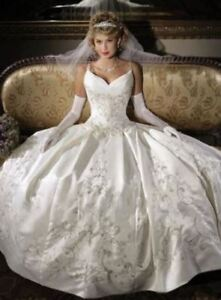Beautiful wedding gown with pocket