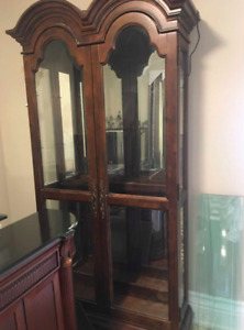 Beautiful touch light curio cabinet