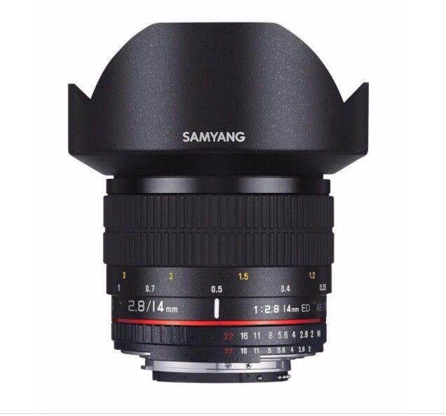SAMYANG 14 mm f / 2.8 IF ED UMC Wide-angle Lens - for Canon. HARDLY USED