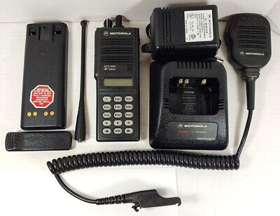 Motorola Mts2000 800mhz Model Iii Portable Two-way Radio H01uch6pw1bn W Mic