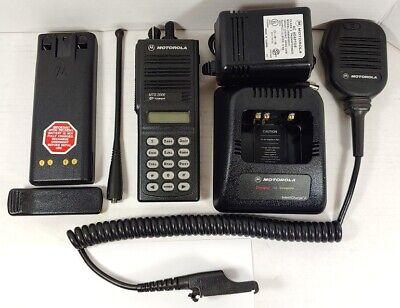 Motorola Mts2000 800mhz Model Iii Portable Two-way Radio H01uch6pw1bn W Mic