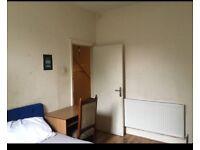 Room to let in Shepherd's Bush