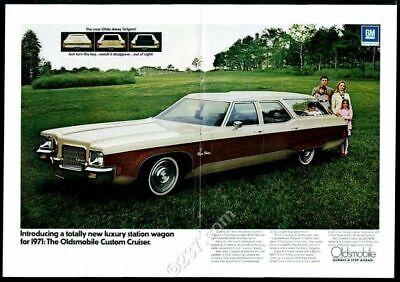 1971 Oldsmobile Custom Cruiser station wagon color photo vintage print -