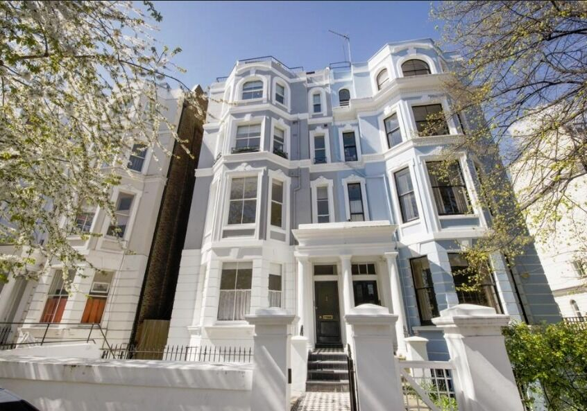 ***Notting Hill*** - Two Bedroom Apartment with Large Living Room